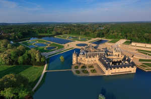 picture of a chateau in a lake at Tours, France