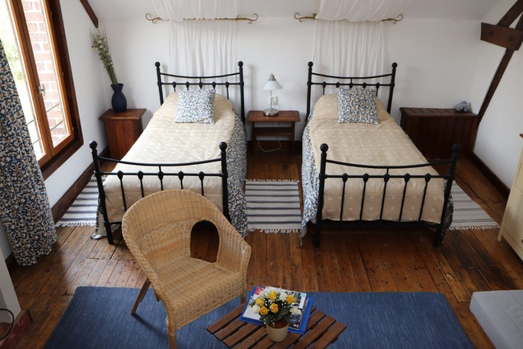 Top Twin bed and breakfast room